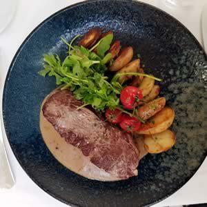 Cœur Faux-filet français, pommes de terre grenailles sauce au foie gras